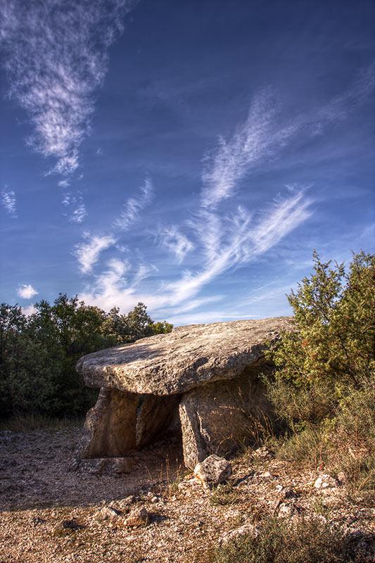 Autre trace de la présence des hommes au paléolithique, les dolmens, nombreux autour des gorges de l'Ardèche.